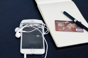Handy und Kreditkarte